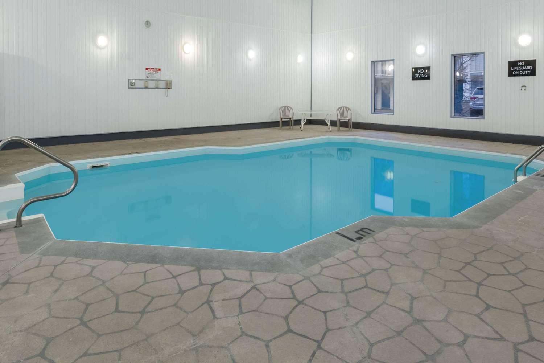 Pool - Super 8 Hotel Medicine Hat