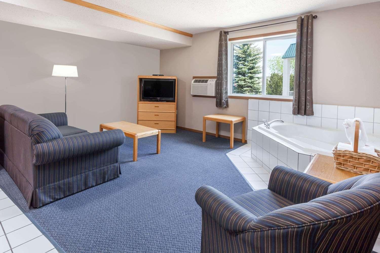 Room - Super 8 Hotel Medicine Hat
