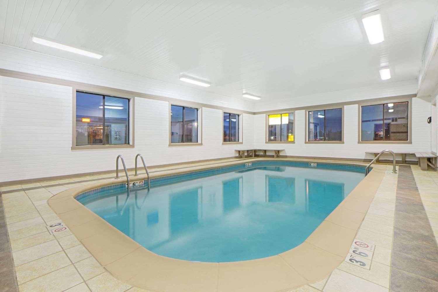 Pool - Super 8 Hotel Fairfield