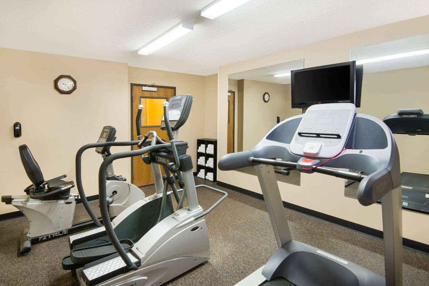 Fitness/ Exercise Room - Super 8 Hotel Fairfield