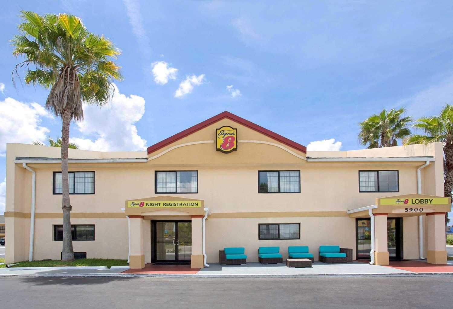 Exterior view - Super 8 Hotel Universal Studios Orlando