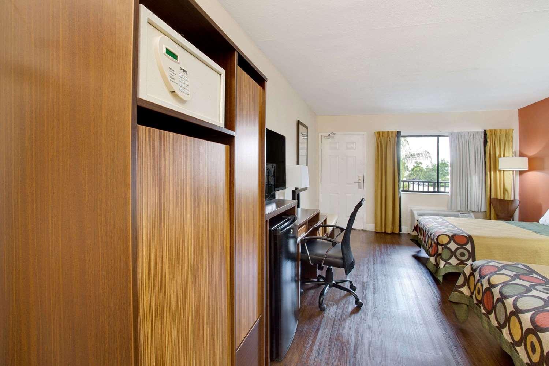 Room - Super 8 Hotel Universal Studios Orlando