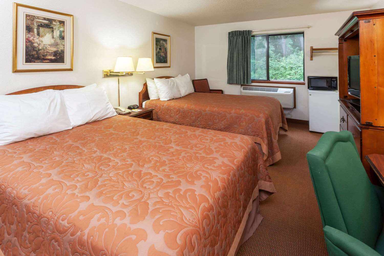 Room - Super 8 Hotel Portage