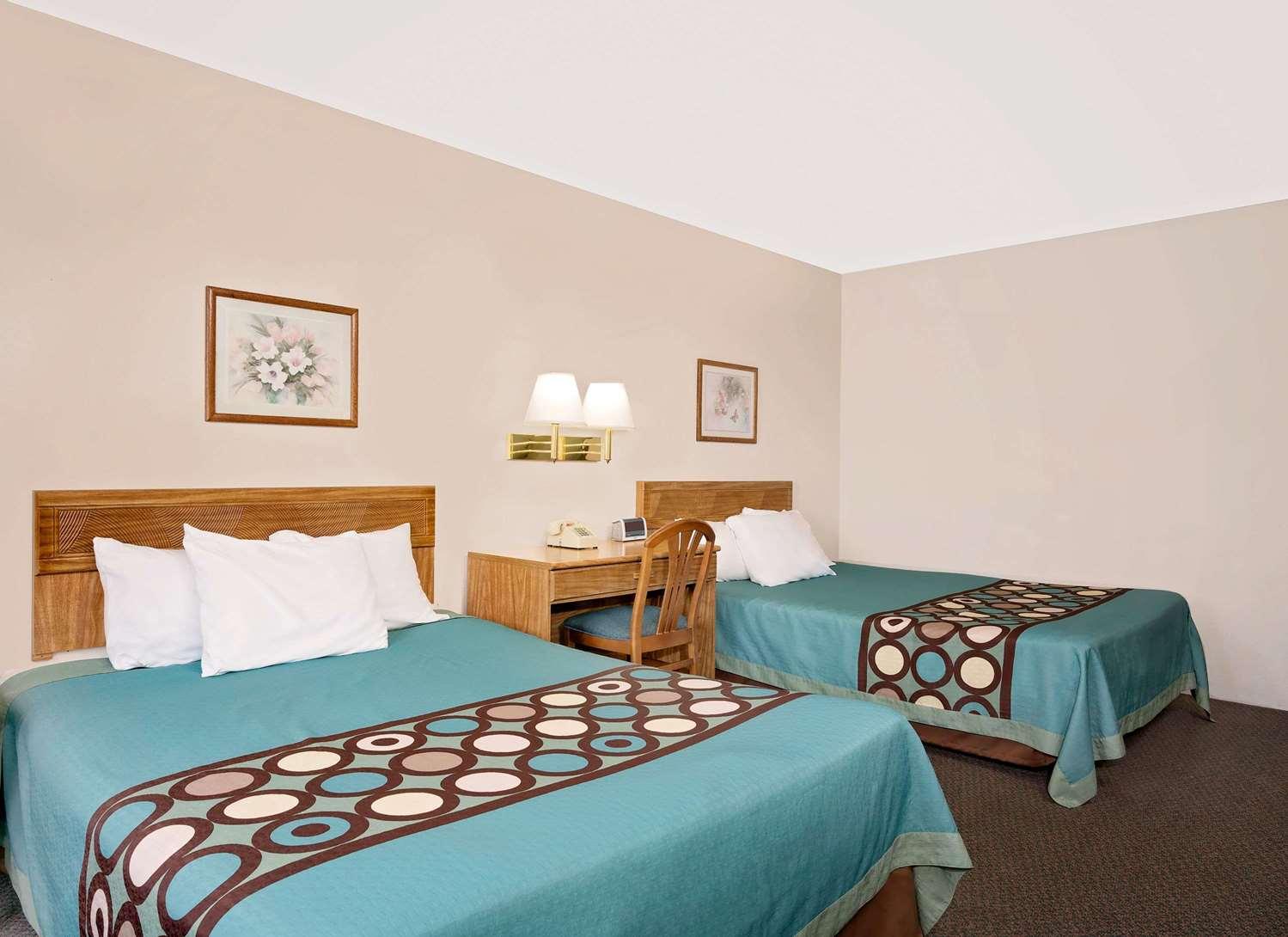Room - Super 8 Hotel Long Prairie