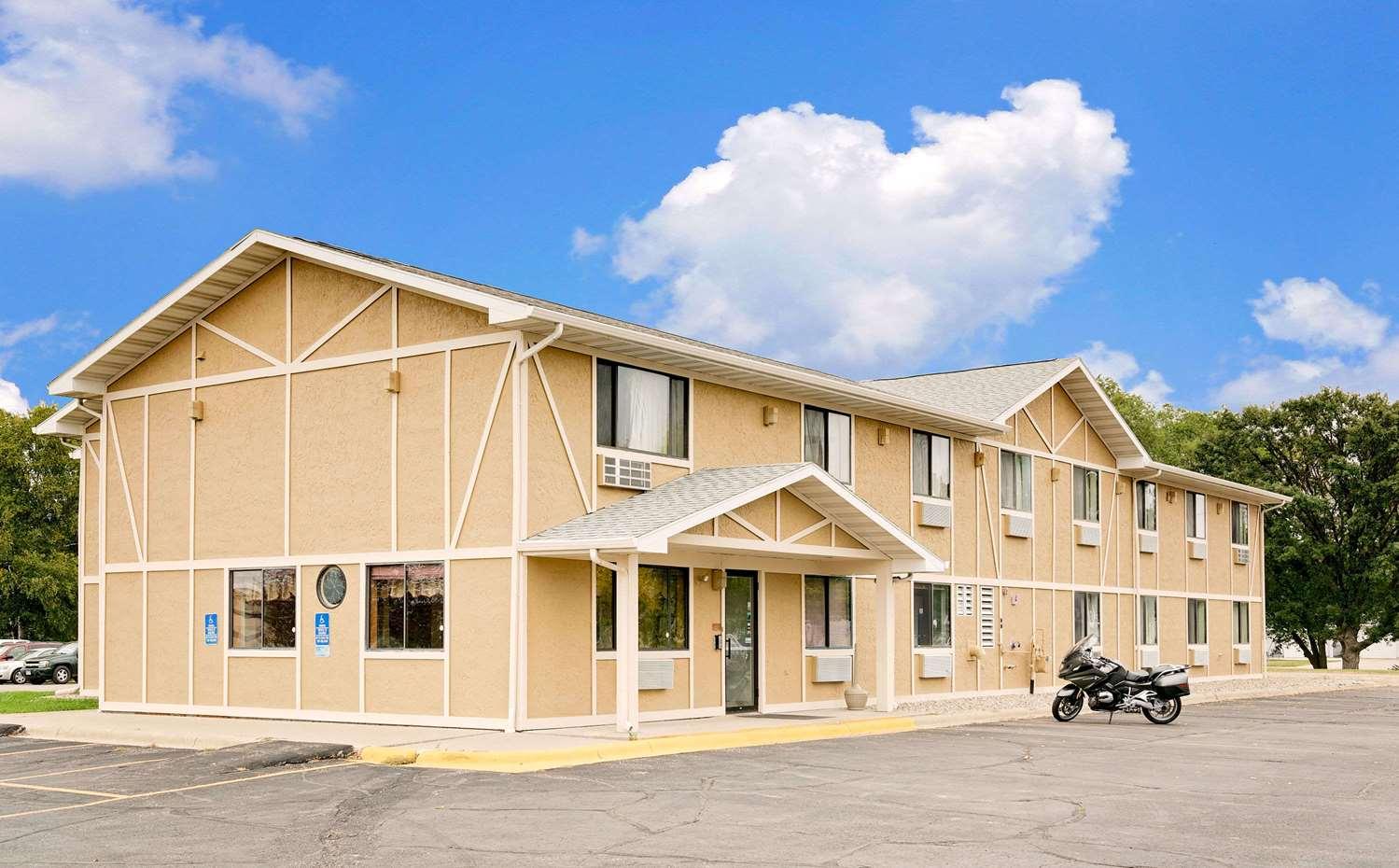 Exterior view - Super 8 Hotel Long Prairie