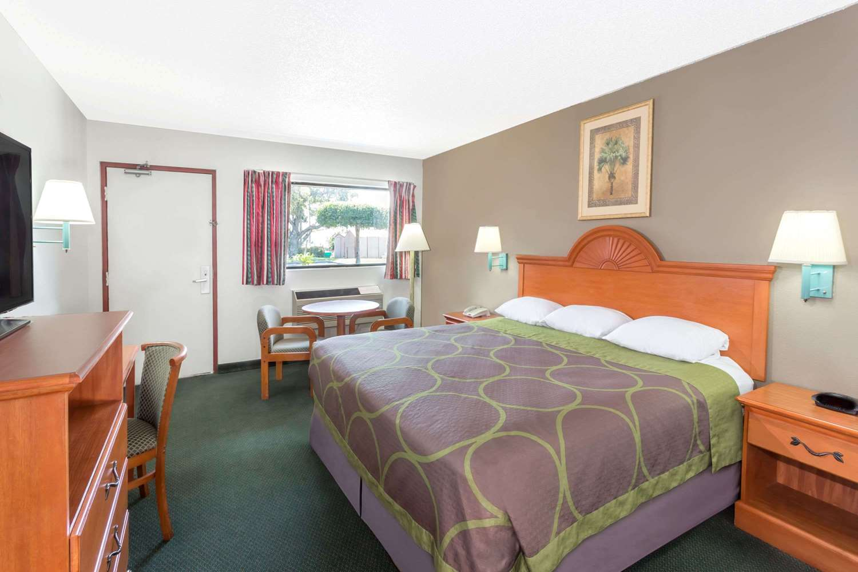 Room - Super 8 Hotel Fort Pierce