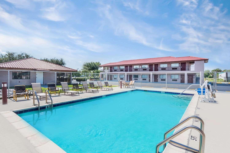 Pool - Super 8 Hotel Fort Pierce