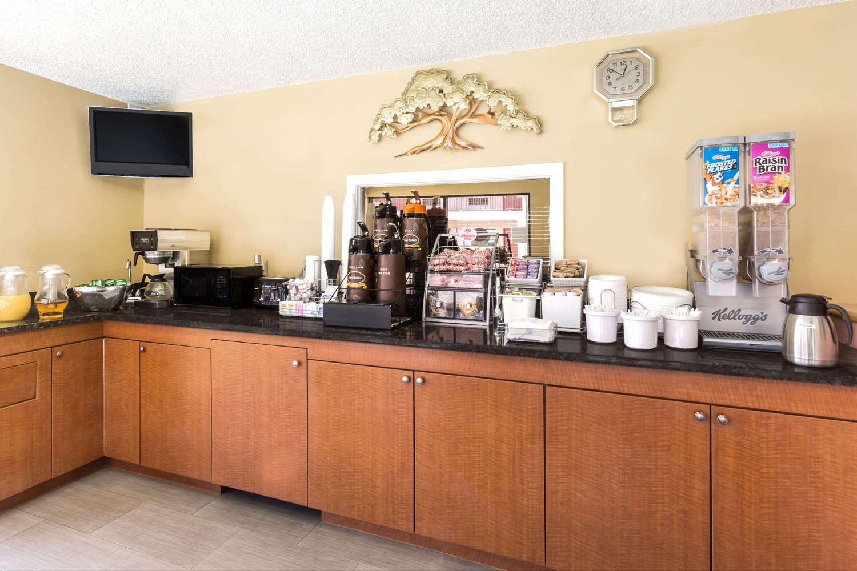 proam - Super 8 Hotel Fort Pierce