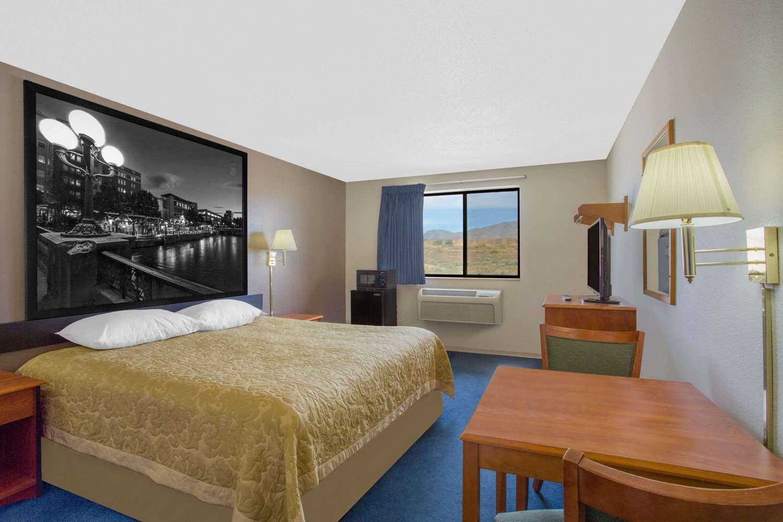 Room - Super 8 Hotel Winnemucca