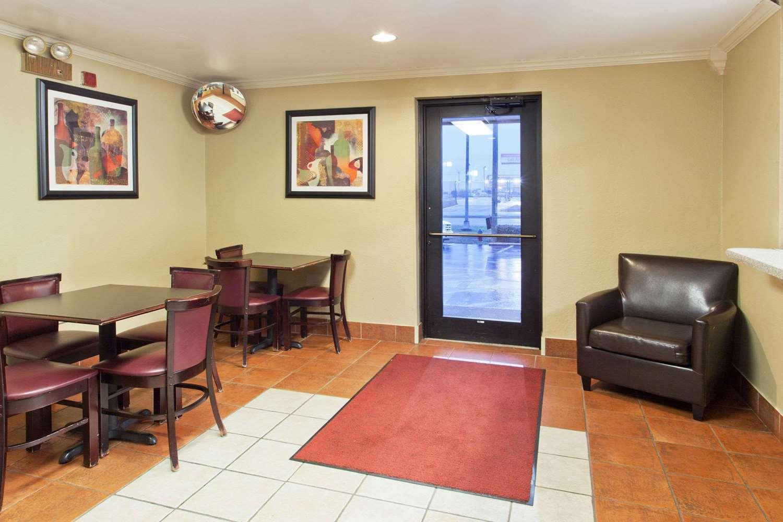 Lobby - Super 8 Hotel Tuscaloosa
