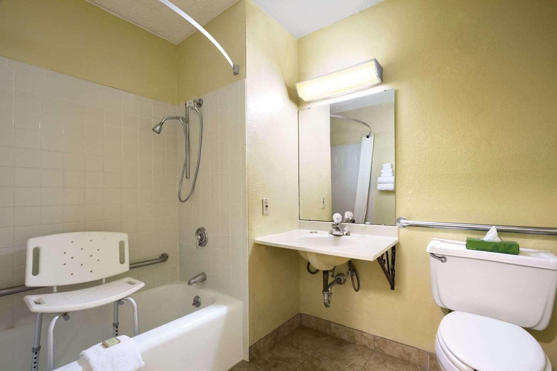 Room - Super 8 Hotel Huntsville
