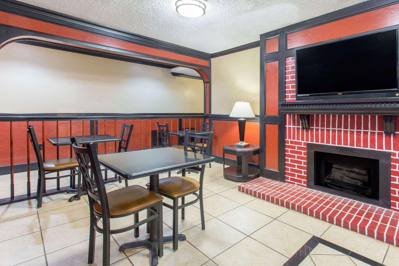 Lobby - Super 8 Hotel Texarkana