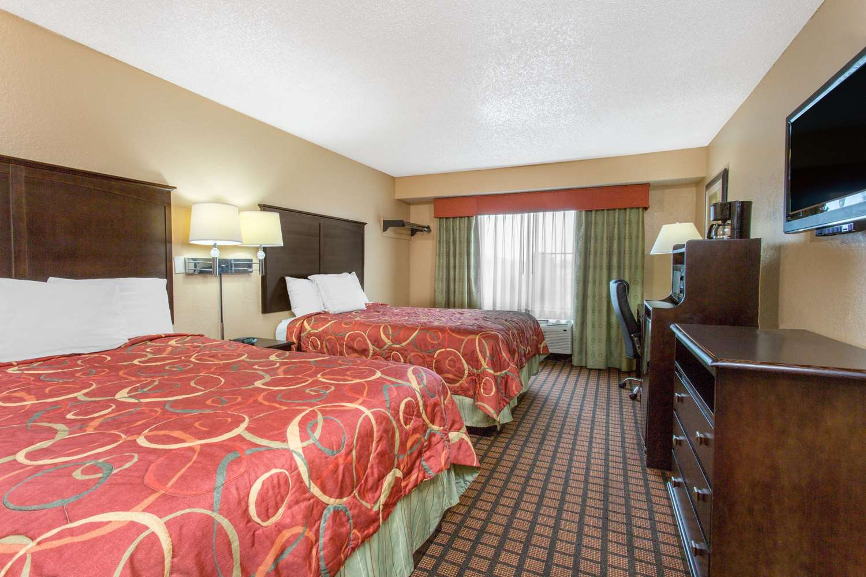 Room - Super 8 Hotel Texarkana