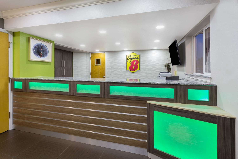 Lobby - Super 8 Hotel Fortuna