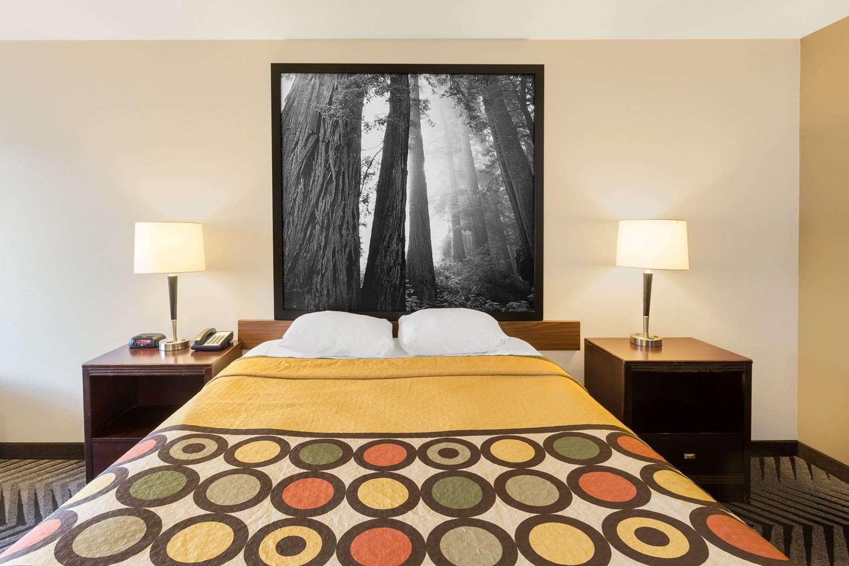 Room - Super 8 Hotel Fortuna