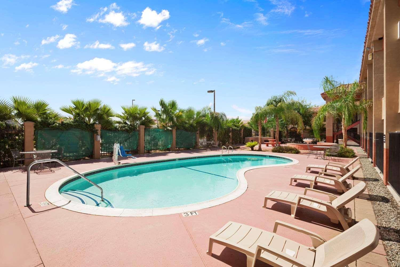Pool - Super 8 Hotel Indio