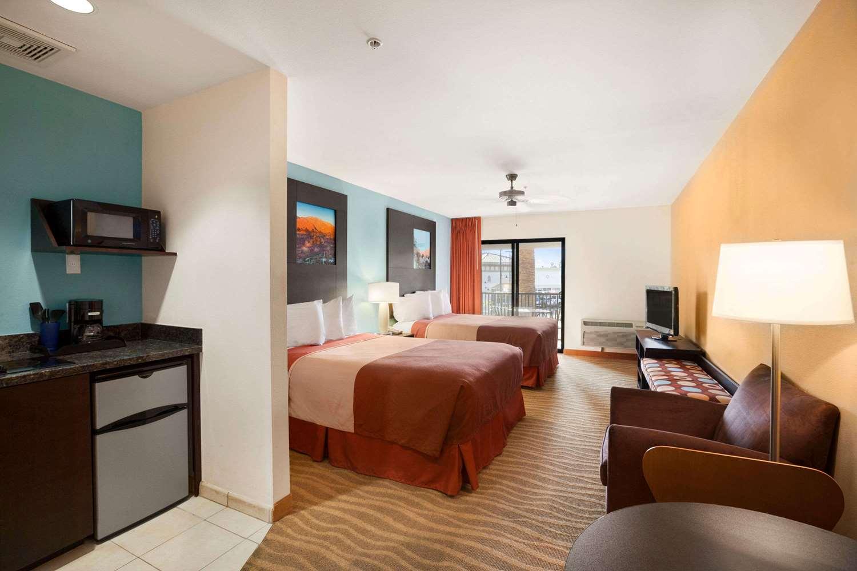 Room - Super 8 Hotel Indio