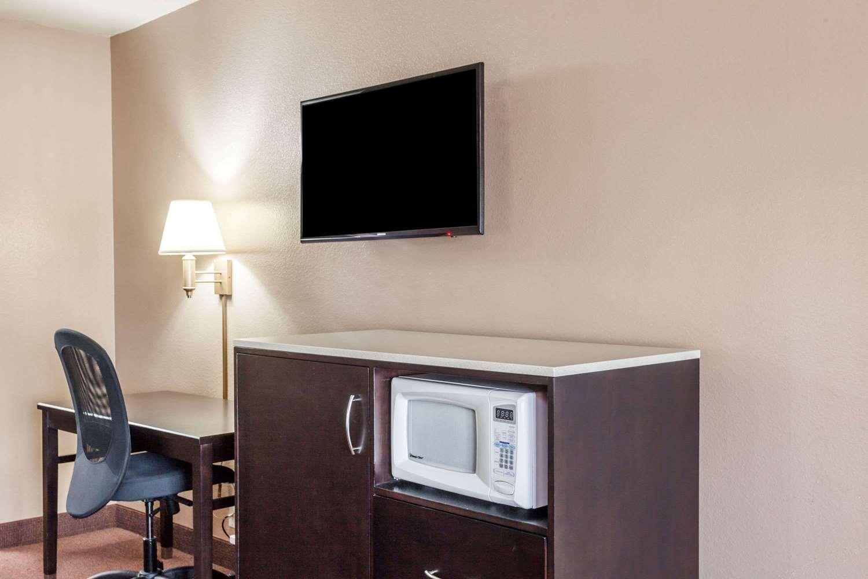 Room - Super 8 Hotel Disneyland Drive Anaheim