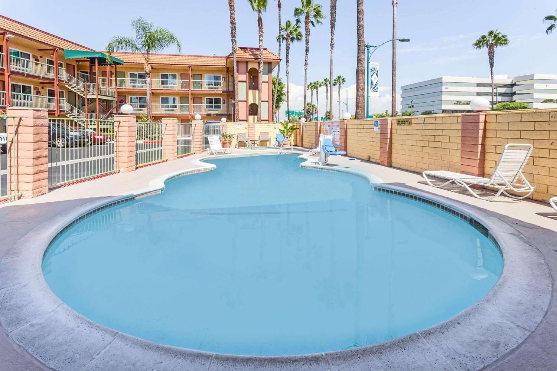 Pool - Super 8 Hotel Disneyland Drive Anaheim