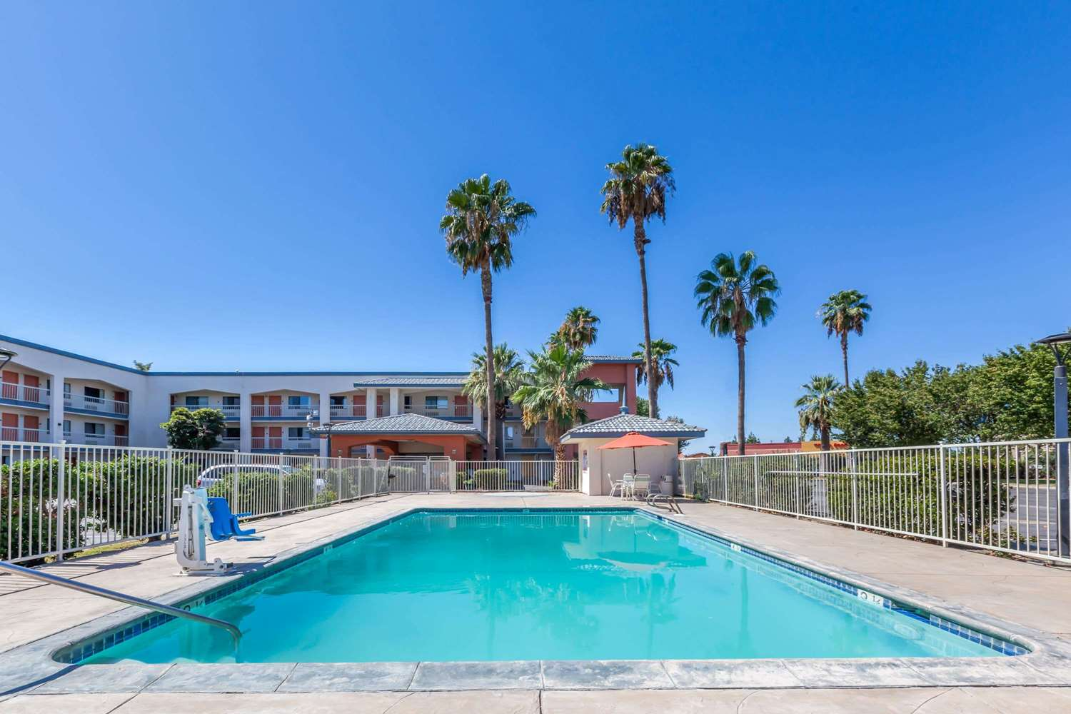 Pool - Super 8 Hotel Central Bakersfield