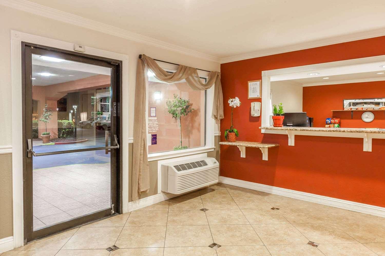 Lobby - Super 8 Hotel Central Bakersfield