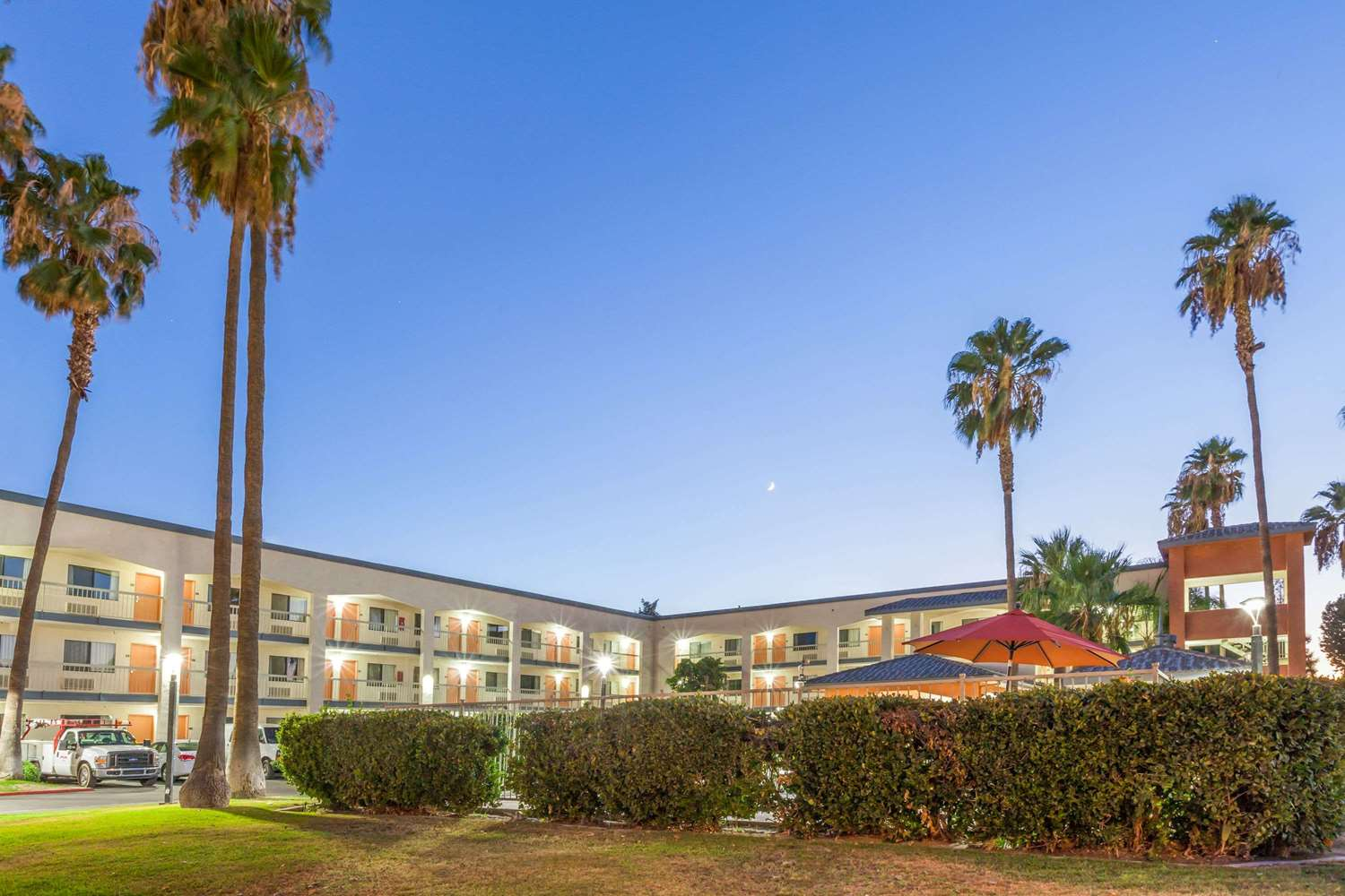 Exterior view - Super 8 Hotel Central Bakersfield