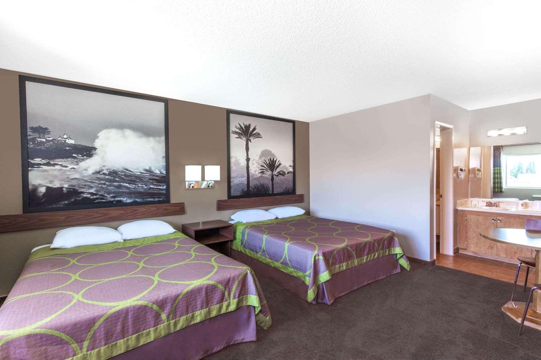 Room - Super 8 Hotel Canoga Park