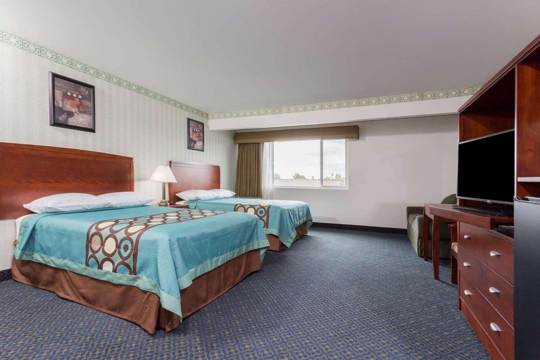 Room - Super 8 Hotel North Highlands
