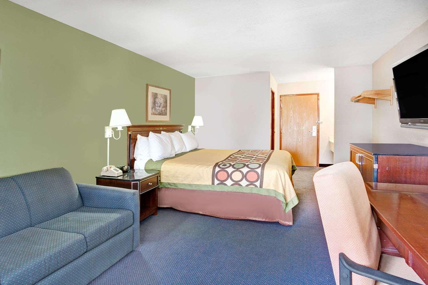 Suite - Super 8 Hotel West Memphis