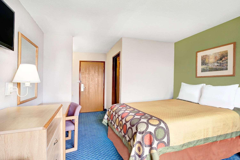 Room - Super 8 Hotel West Memphis