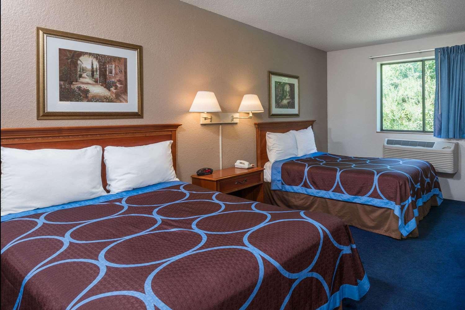 Room - Super 8 Hotel Delmont