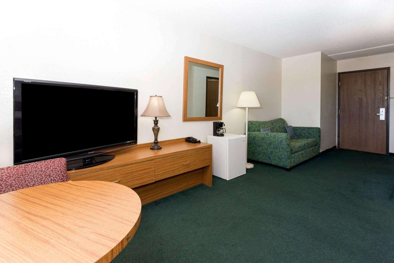 Room - Super 8 Hotel Peterson AFB Colorado Springs