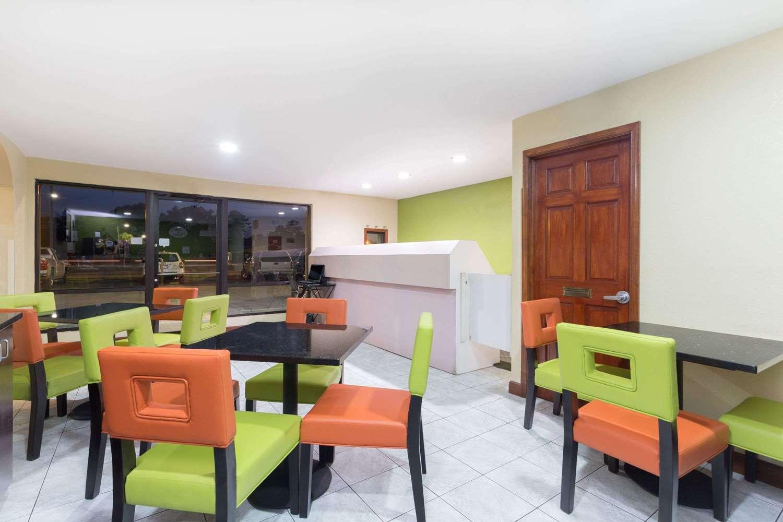 Lobby - Super 8 Hotel Northwest Brunswick