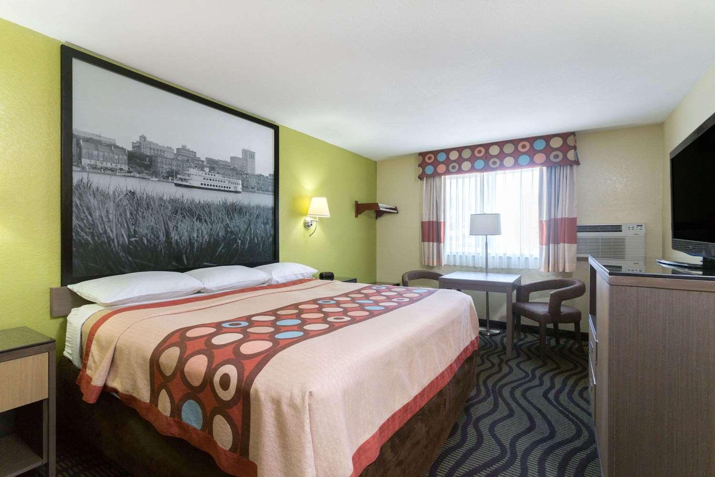 Room - Super 8 Hotel Northwest Brunswick