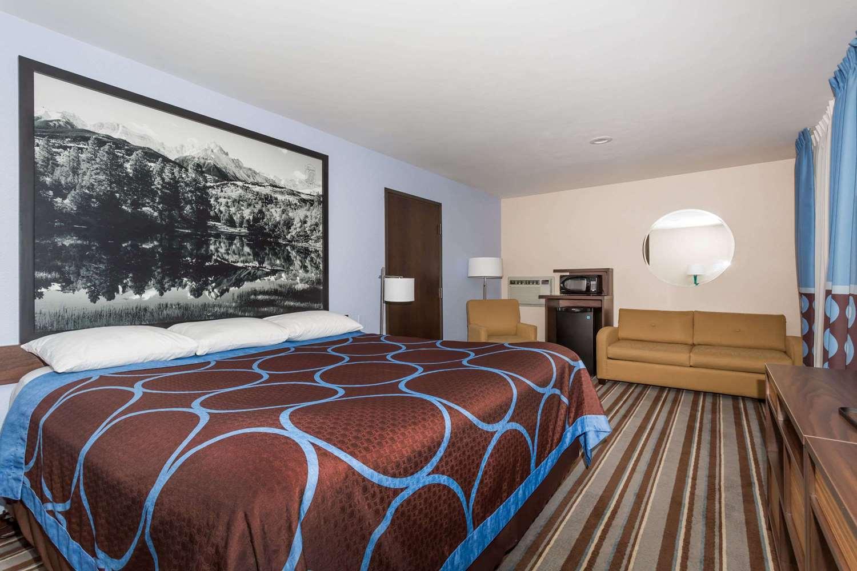 Suite - Super 8 Hotel Longmont