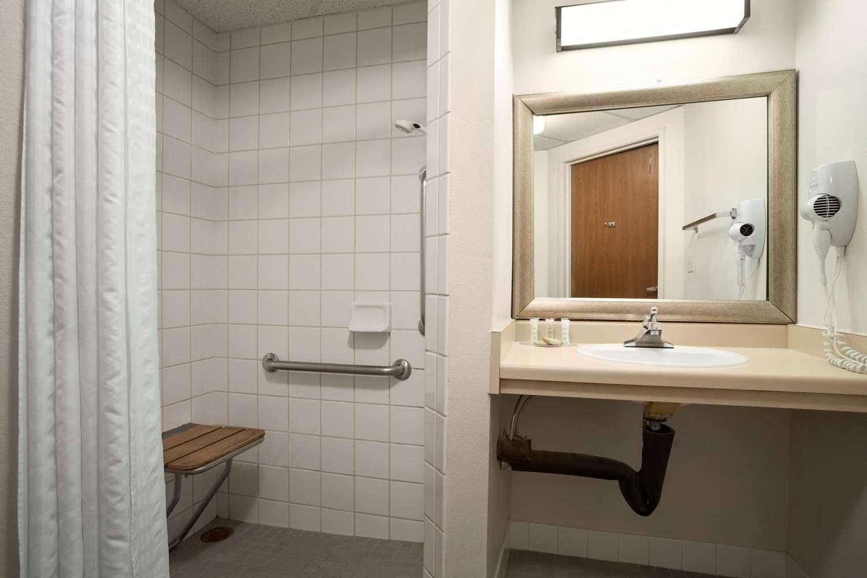 Room - Super 8 Hotel Westminster