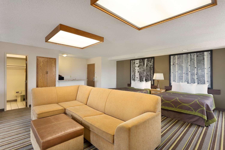Suite - Super 8 Hotel Westminster