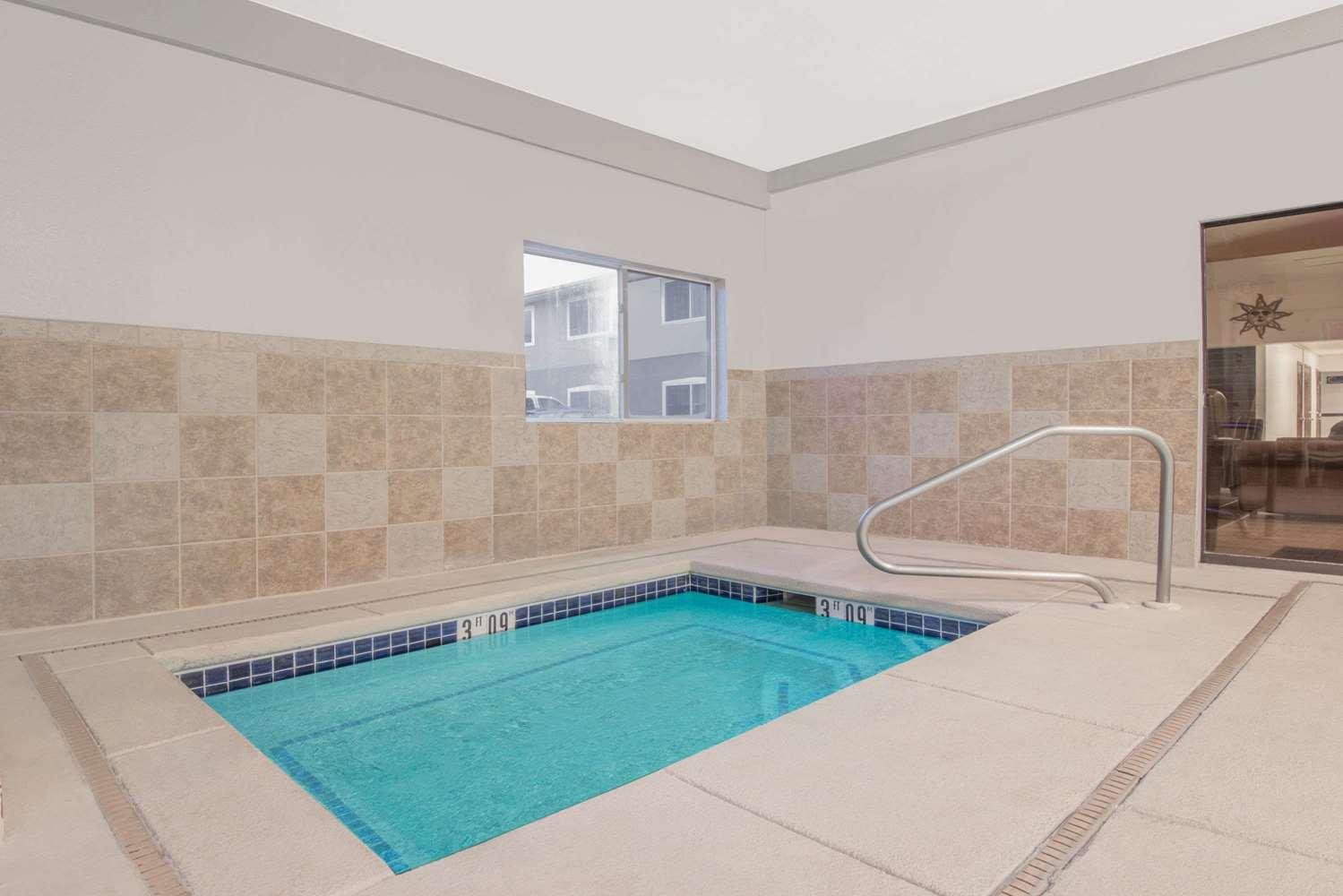 Pool - Super 8 Hotel Alamosa