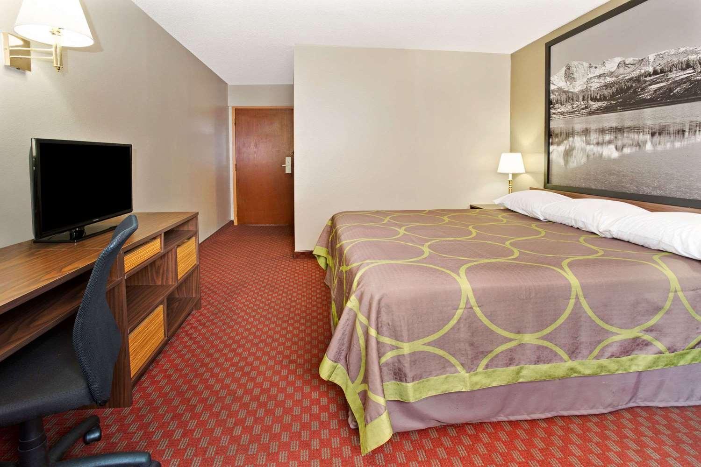 Room - Super 8 Hotel Del Camino Longmont