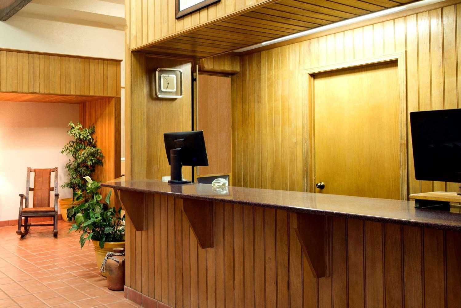 Lobby - Super 8 Hotel Cortez