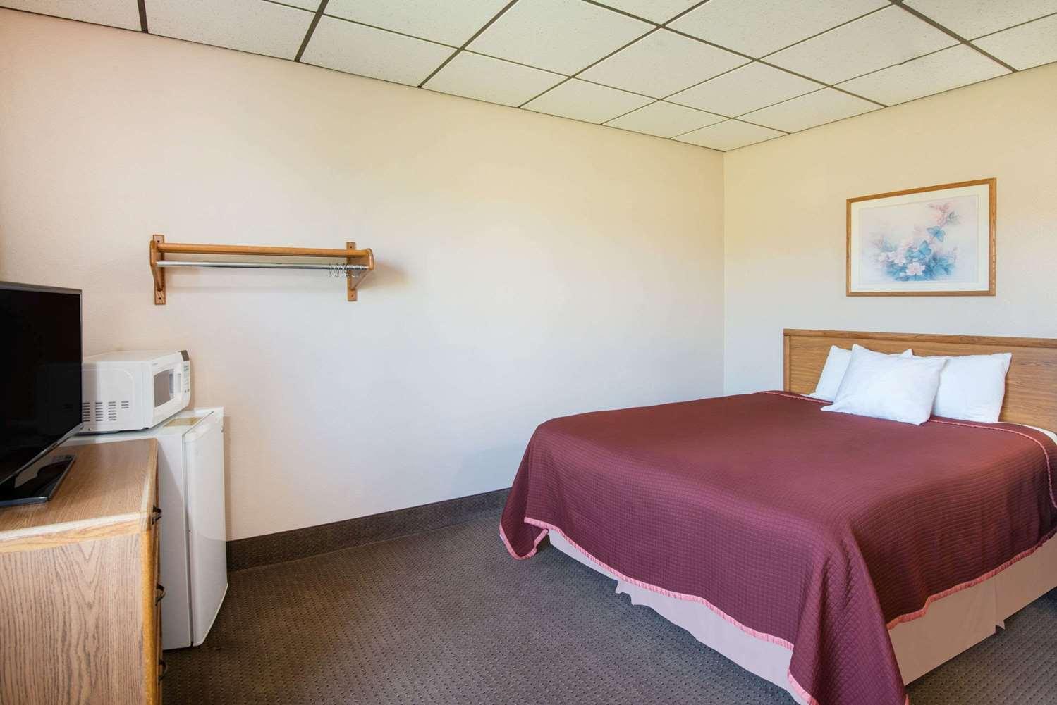 Room - Super 8 Hotel Abilene