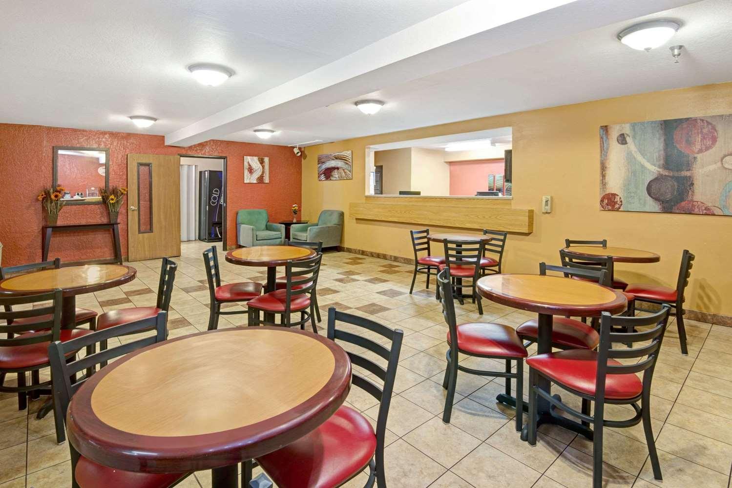 Lobby Super 8 Hotel West Albuquerque