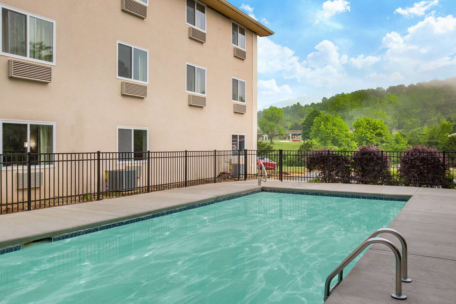 Pool - Super 8 Hotel Lookout Mountain Chattanooga