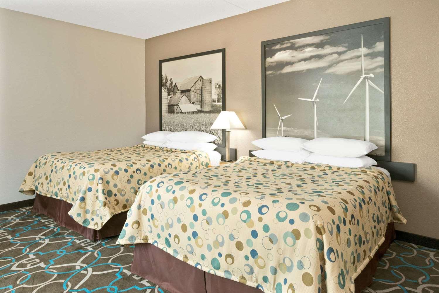 Room - Super 8 Hotel Walnut
