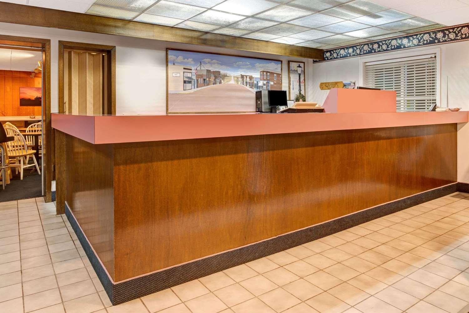 Lobby - Super 8 Hotel Walnut