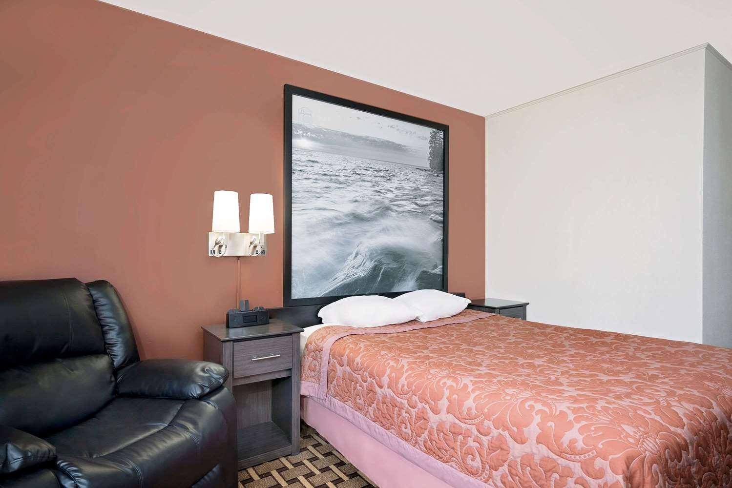 Room - Super 8 Hotel Ashland