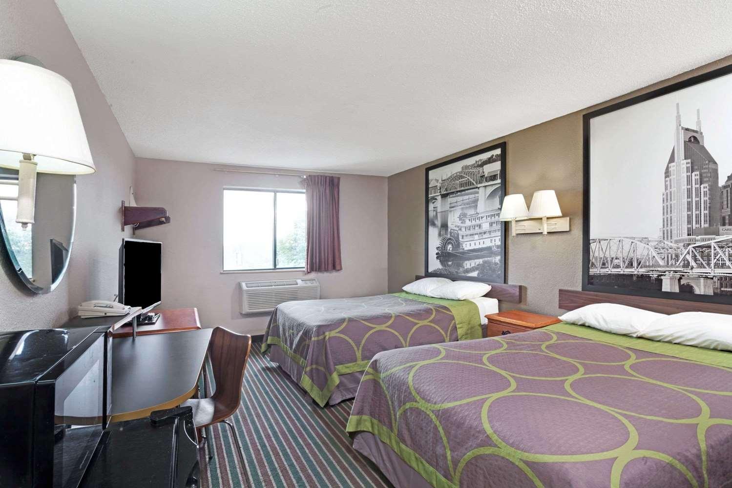Room - Super 8 Hotel Downtown Opryland Nashville