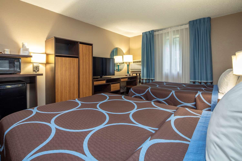 Room - Super 8 Hotel Steubenville