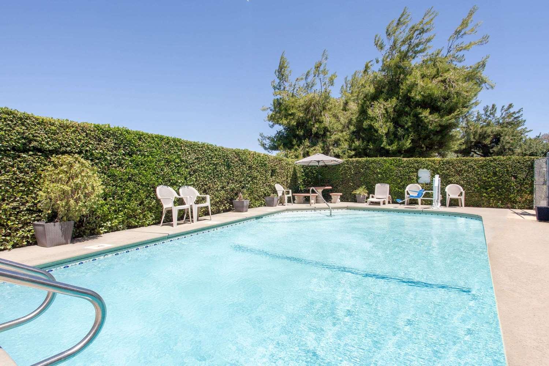 Pool - Super 8 Hotel Selma