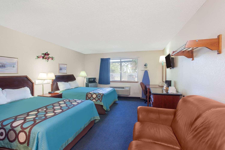 Suite - Super 8 Hotel Selma